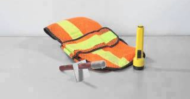 Transport Canada's winter driving emergency kit